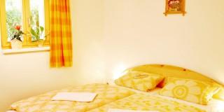 Haus Typ II - EG Schlafzimmer mit Doppelbett